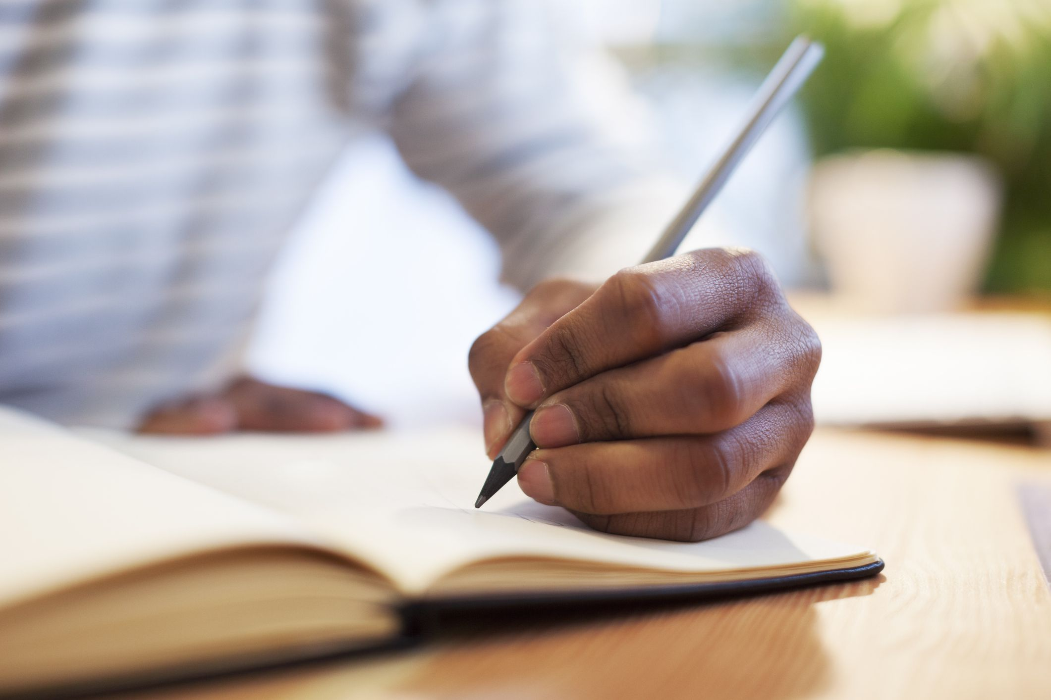 The 8 Best Pens For Lefties In