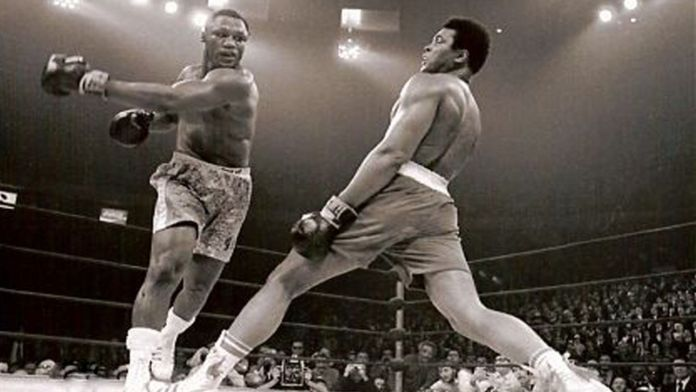 Ali dodges punch from Frazier 1971