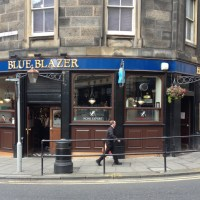 Blue Blazer: brilliant boozer between books and boobs