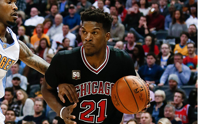Jimmy Butler expected to miss a month with knee injury