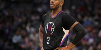 Nov 18, 2016; Sacramento, CA, USA; Los Angeles Clippers guard Chris Paul (3) reacts against the Sacramento Kings at Golden 1 Center. The Clippers defeated the Kings 121-115. Mandatory Credit: Sergio Estrada-USA TODAY Sports