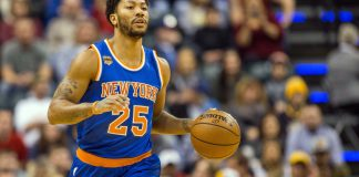 Jan 7, 2017; Indianapolis, IN, USA; New York Knicks guard Derrick Rose (25) dribbles the ball in the first half of the game against the Indiana Pacers at Bankers Life Fieldhouse. The Indiana Pacers beat the New York Knicks 123-109.Mandatory Credit: Trevor Ruszkowski-USA TODAY Sports