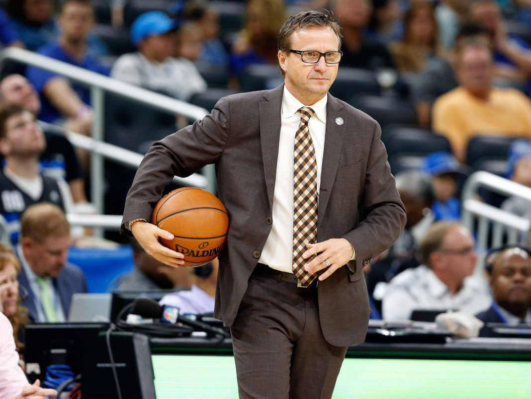 Nov 5, 2016; Orlando, FL, USA; Washington Wizards head coach Scott Brooks during the first quarter at Amway Center. Mandatory Credit: Kim Klement-USA TODAY Sports