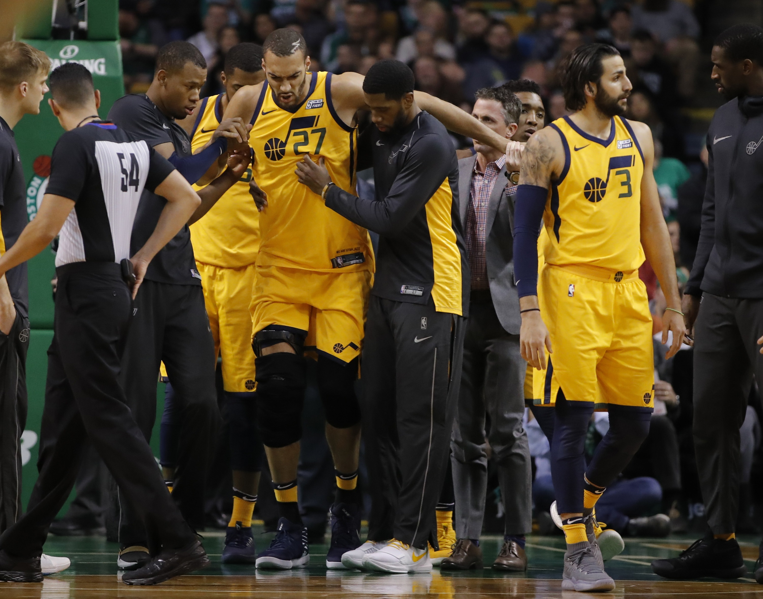 Rudy Gobert suffers another knee injury, heads straight to locker room