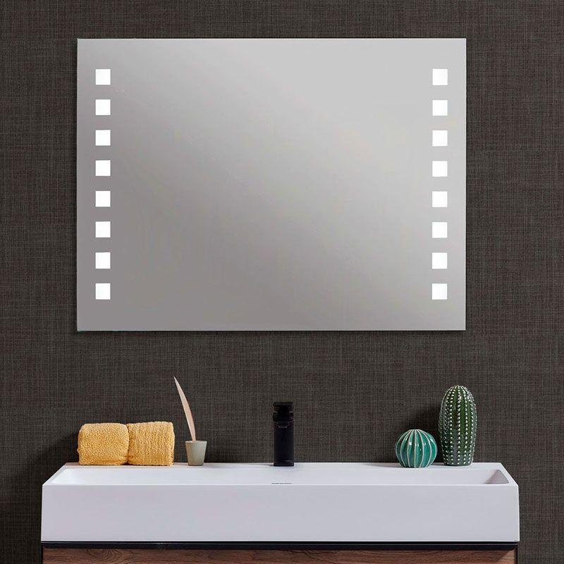 L/ámina de espejo con efecto antivaho no se empa/ña.