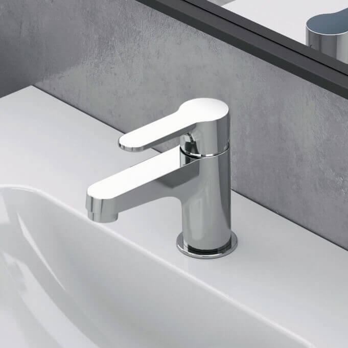 chrome single hole bathroom faucet