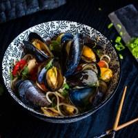 Gerookte Thaise Mosselen uit de wok met Noodles
