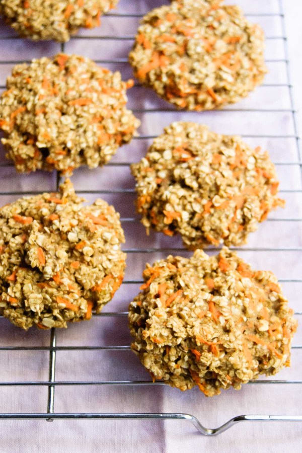 No more excusses, eating breakfast is uber important! Make these Healthy Oatmeal Carrot Breakfast Cookies and you'll have breakfast ready and a good morning engery boost every day of the week!