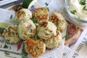 Healthy chicken zucchini meatballs with plenty of veg and mashed potatoes - in 6 minutes, in your Instant Pot!