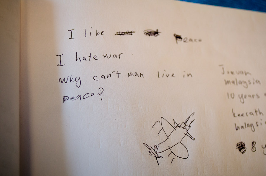 """A handwritten note in the guestbook of the war museum stating """"I hate war"""""""