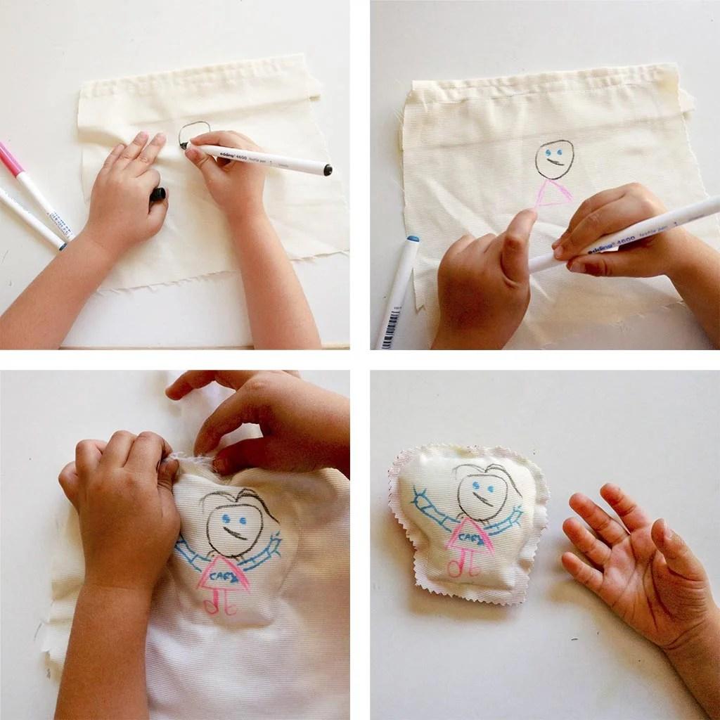 Manualidades faciles para niños: cojines decorados con sus dibujos.