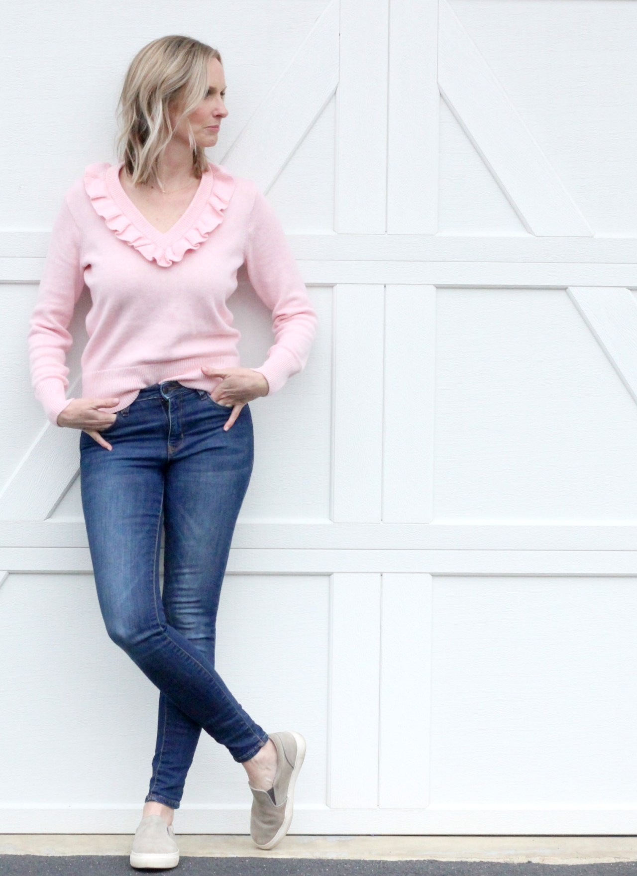 THE PERFECT SRPING TRANSITION SWEATER | MOM UNIFORM | SPRING OUTFIT