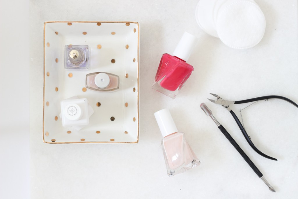 The Best Products for a Perfect at-home manicure. In this post I share the best products and tips to get a perfect manicure at home | manicure tips, at home manicure, DIY manicure, tips, soak how to get, gel, natural, steps, best products, easy, shellac, tools, beauty