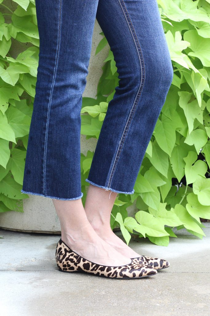 in this post I share how to combine classic wardrobe essentials with trend items to keep your wardrobe current and on trend. #over40style #outfitideas #momoutfit #over40andfabulous #cashmeresweater #capsulewardrobe