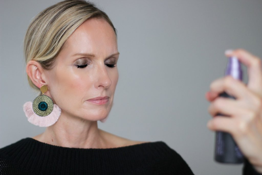 I am sharing a glowing bronzer makeup look on the blog today, perfect for the holidays. The focus is a quick & easy smoky eye that anyone can achieve in 3 easy steps. The rest of the look is clean and fresh. Follow my tutorial and you will be a glowing a bronze and glowing goddess in no time| easy smoky eye, 4 steps to a smokey eye, easy smokey eye makeup tutorial, over 40 makeup, #makeuptutorial #smkokeyeyetutorial #over40makeup #holidaymakeup
