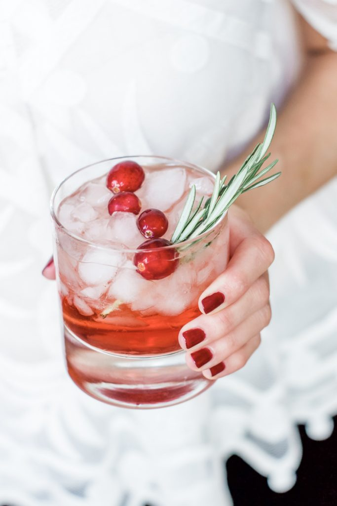 EASY HOLIDAY BOURBON COCKTAIL   This easy bourbon holiday cocktail has only 3 ingredients and is great for a small gathering or a large crowd. #cocktail #holidaycocktail #bourboncocktail #happyhour #easycocktail #cocktailrecipe #winter #holiday