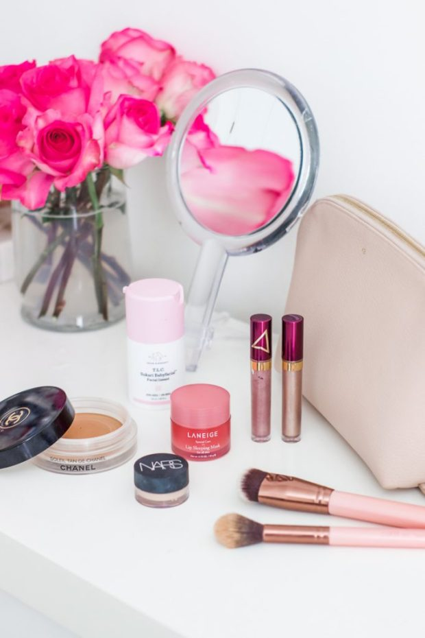 My Top 16 Best Beauty Products of 2018 | I am sharing my personal favorite beauty products from 2018 on the blog. This post includes a bit of everything from drugstore makeup, to skincare products and non toxic products to fit every every budget. #bestof2018 #bestofbeauty #drugstoremakeup #beautyfavorites #cleanbeauty