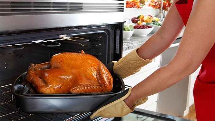 Following These Tips Will Make Your Thanksgiving Dinner Safer