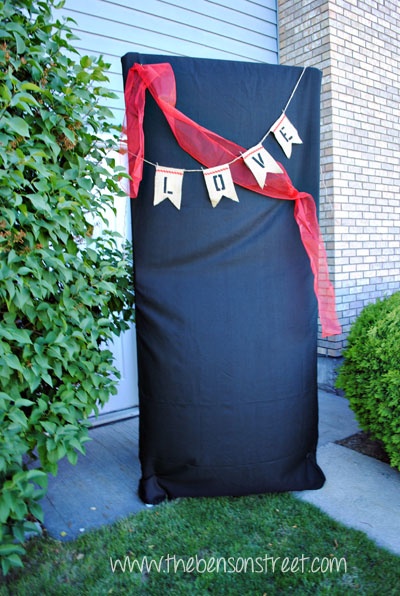 DIY Photo Booth Backdrop at www.thebensonstreet.com