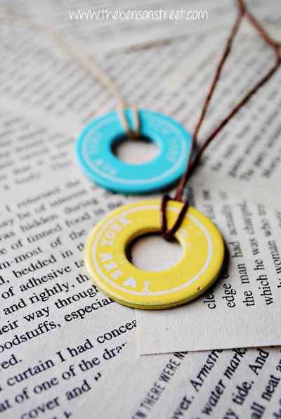 Easy DIY Souvenir Washer Necklaces at www.thebensonstreet.com