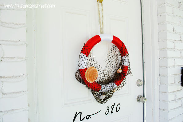 Life Preserver Wreath with Nets at www.thebensonstreet.com