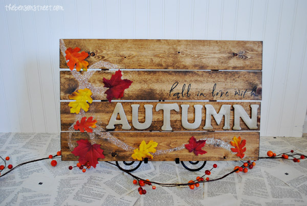 Pallet Inspired Fall in Love with Autumn sign at thebensonstreet.com