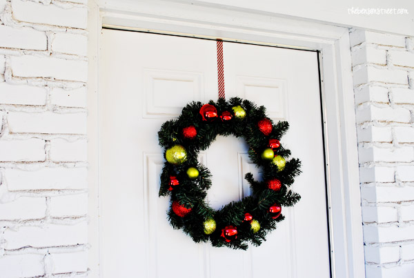 Easy DIY Candy Cane Striped Wreath Hanger at thebensonstreet.com