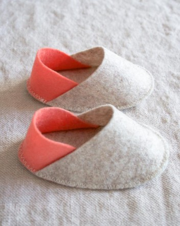 felt-baby-slippers-600-4-352x441