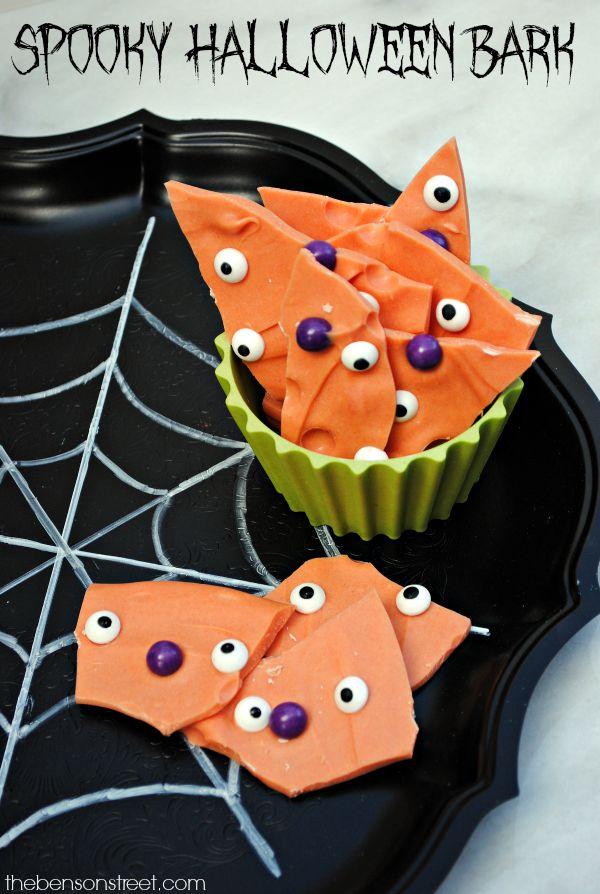 Spooky Halloween Bark Recipe at thebensonstreet.com