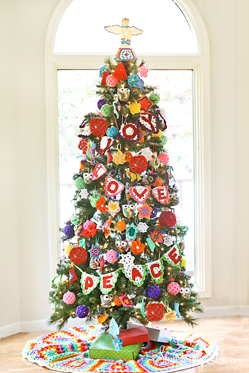 Crochet-Ornament-Decorated-Christmas-Tree