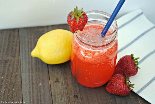 Refreshing and easy to make strawberry lemonade recipe via thebensonstreet.com