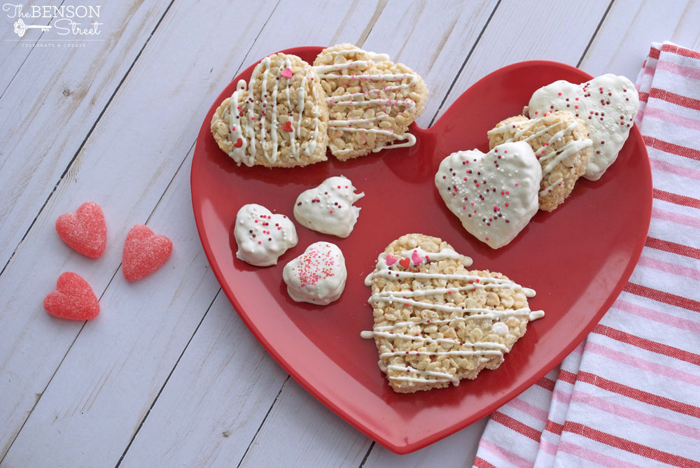 Have fun decorating these cute and easy Valentine rice crispy treats by yourself or as a great activity with the kids. A great valentine gift idea at thebensonstreet.com