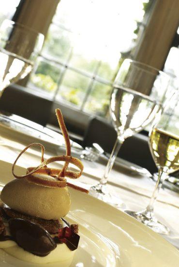olem_1366x650_dining_the_restaurant01