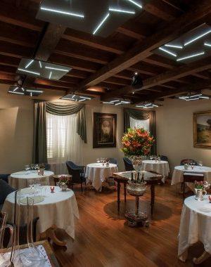sala-bar-con-tavoli-piccoli-e1436260203220
