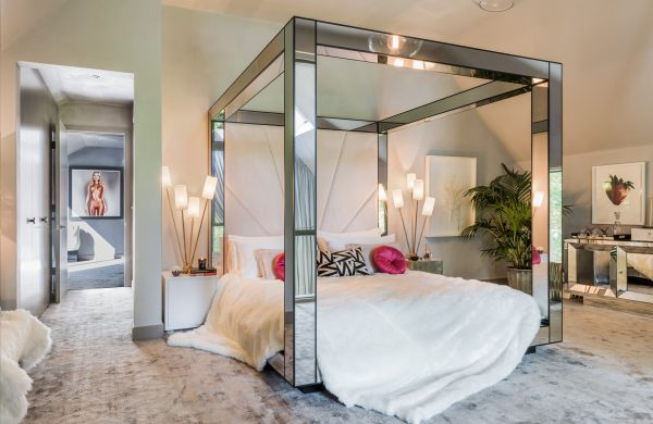 Kate-Moss-The-Lakes-by-yoo-Bedroom-_-credit-Mel-Yates-www.thelakesbyyoo.com_