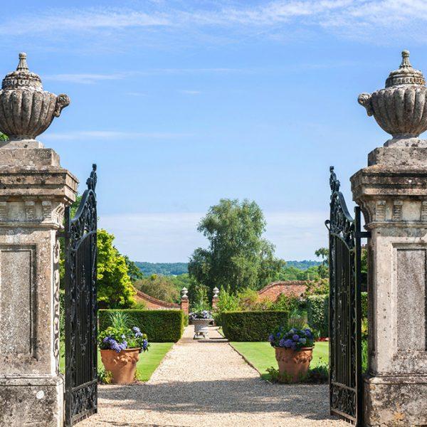 four-seasons-hotel-hampshire-gate-to-gardens-992x672