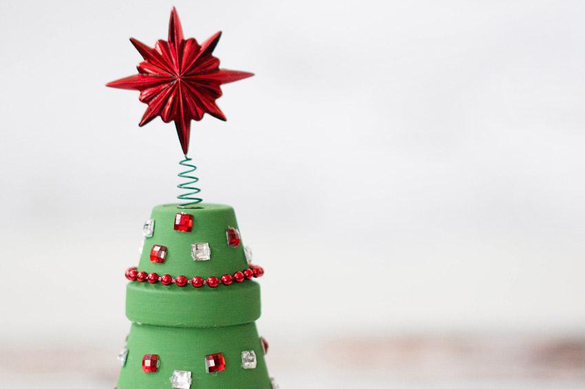 Terracotta-Christmas-Tree-Cover.jpg