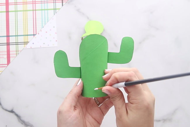 Paint the paper roll cactus