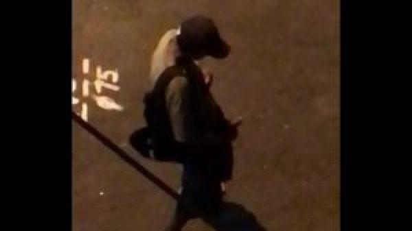 Flagrado batendo punheta na rua