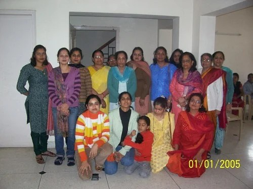 Bagiya school is run by Shilpa Sonal (second from left, sitting), with the help of 20 volunteers.