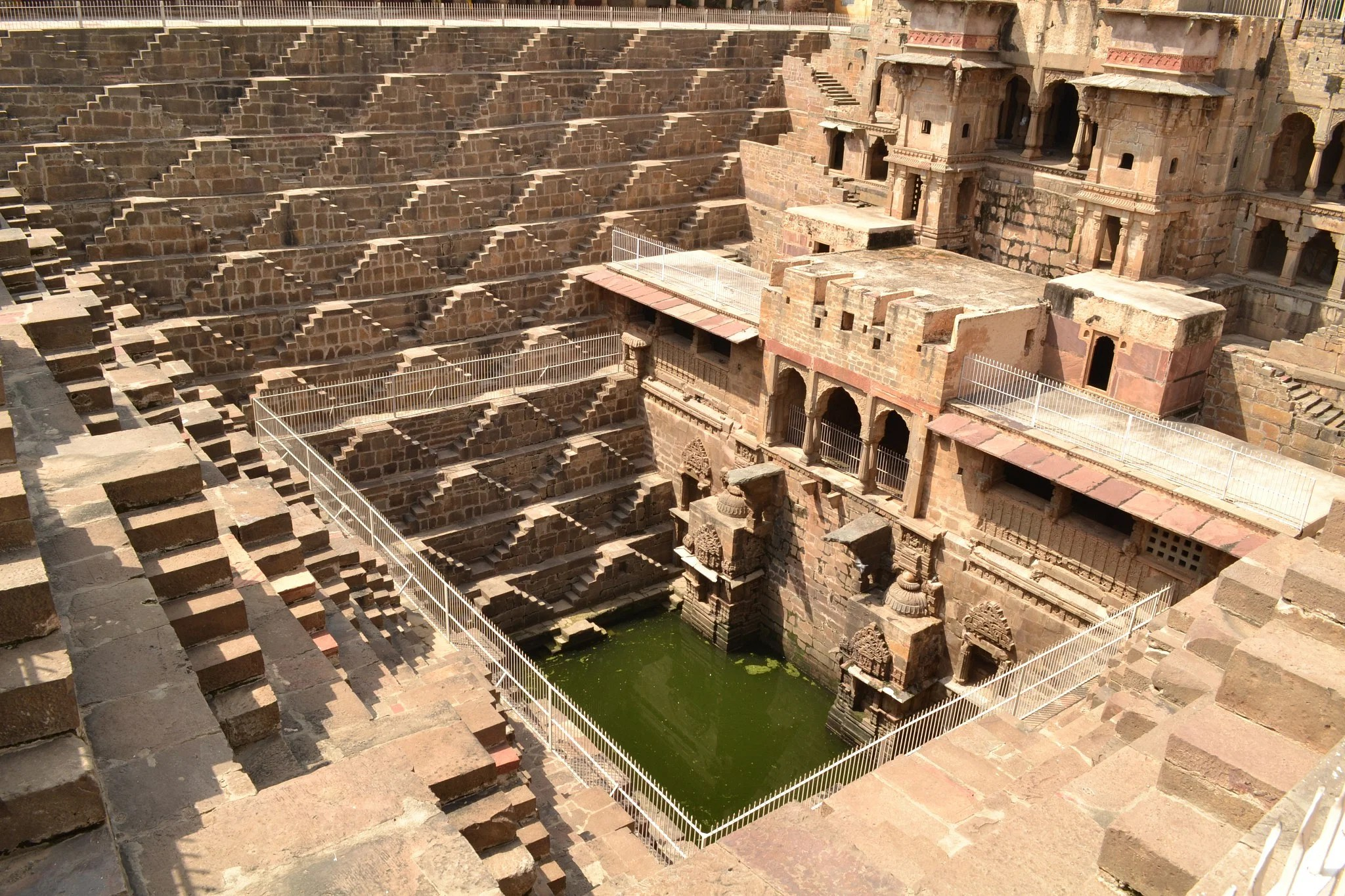 Chand_Baori_(Step-well)_at_Abhaneri