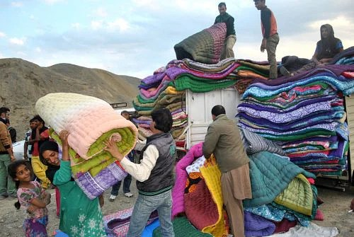 kashmir-distribution-of-quilts-and-blankets