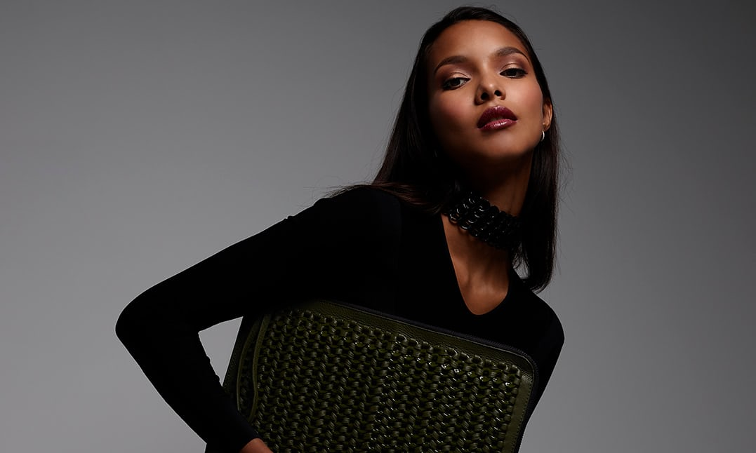 Model Lais Ribeiro holding a Bottletop handbag