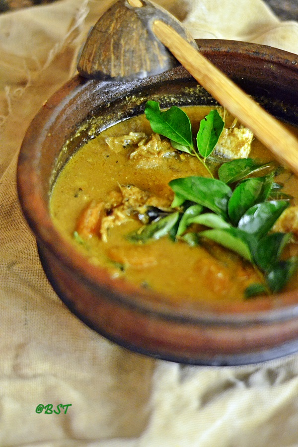 Varutharacha Meen Curry ~ Malabar Fish Curry with Roasted Coconut