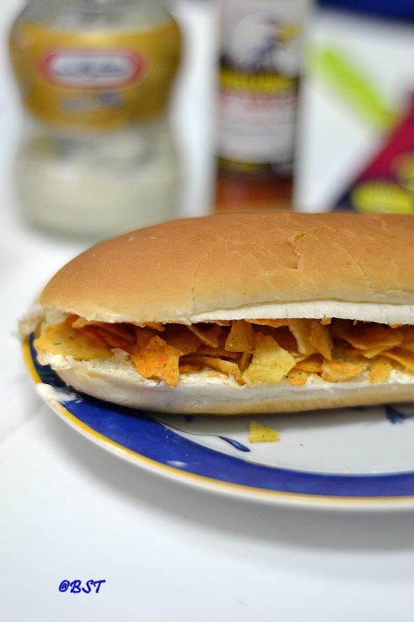 Oman Chips Samoon   Oman Chips Sandwich