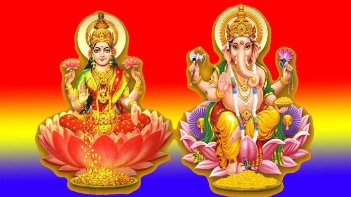 Goddess-Lakshmi-with-God-Ganesha-