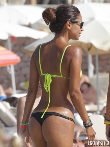 camila-morais-candid-bikini-photos-at-the-beach-thong bikini