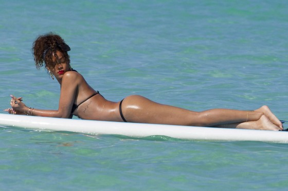 Rihanna-Thong-gstring-Bikini