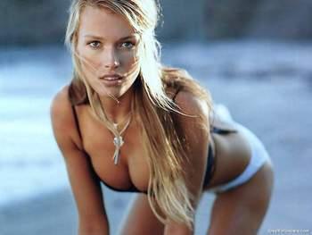 Veronica-Varekova-bikini