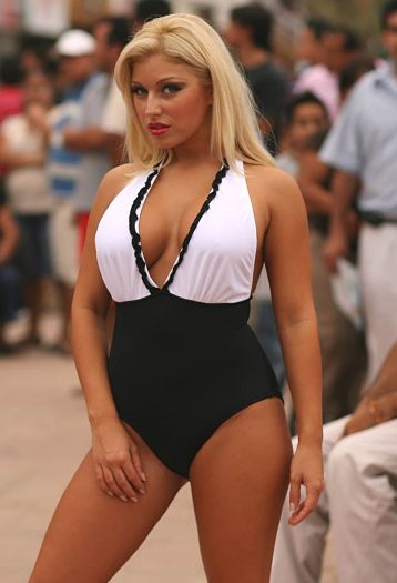 Full-Figure-Black-and-White-One-Piece-Swimsuit
